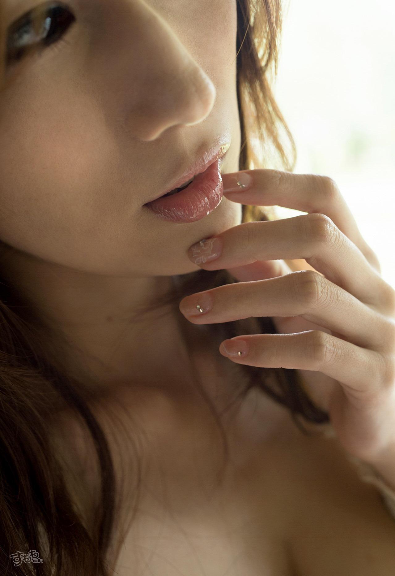 lip_finger_6054-013