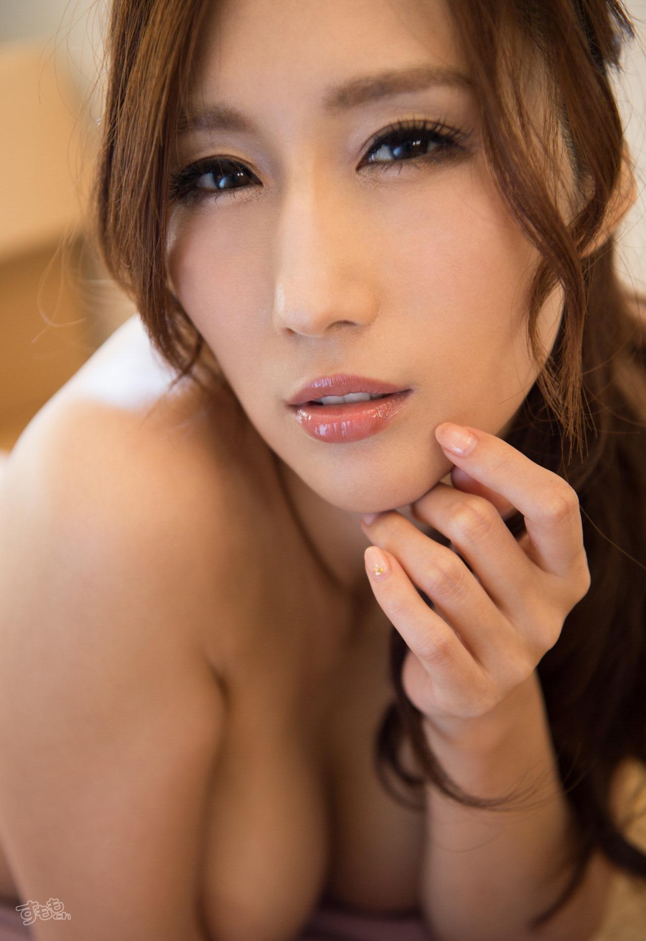 lip_finger_6054-017