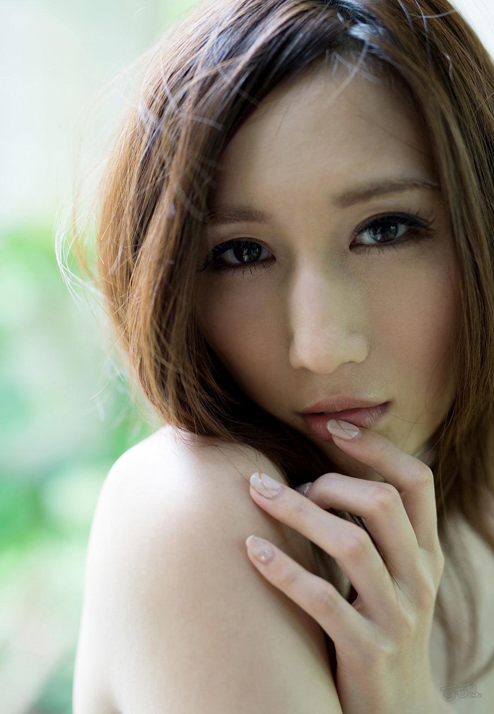 lip_finger_6054-018