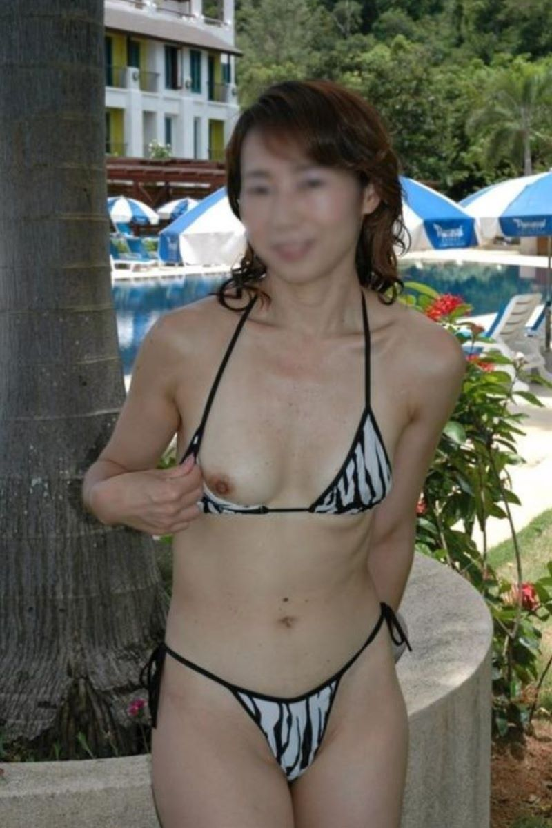milf_micro_bikini-3692-014
