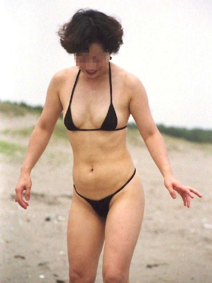 milf_micro_bikini-3692-002