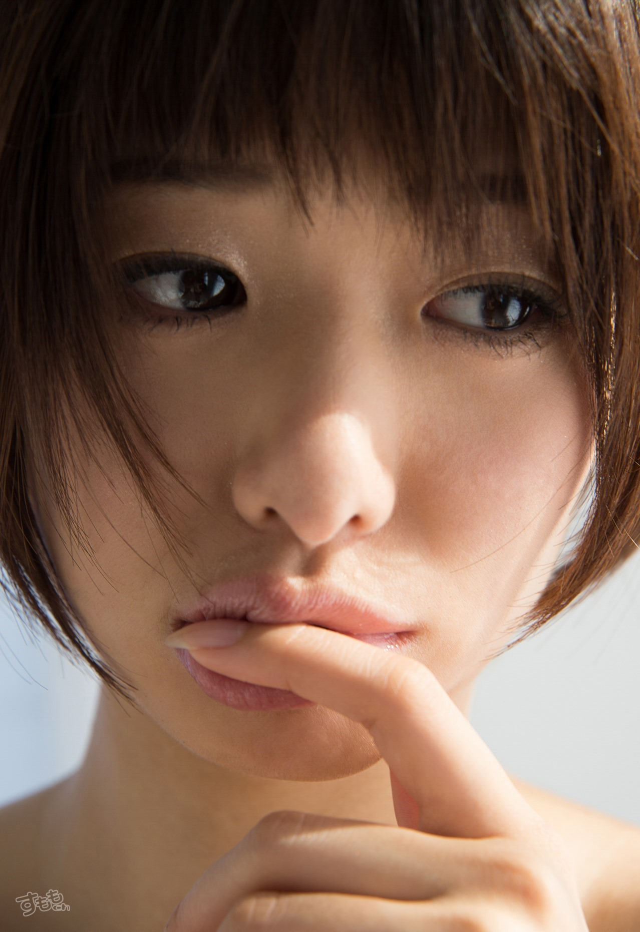 lip_finger_6054-011