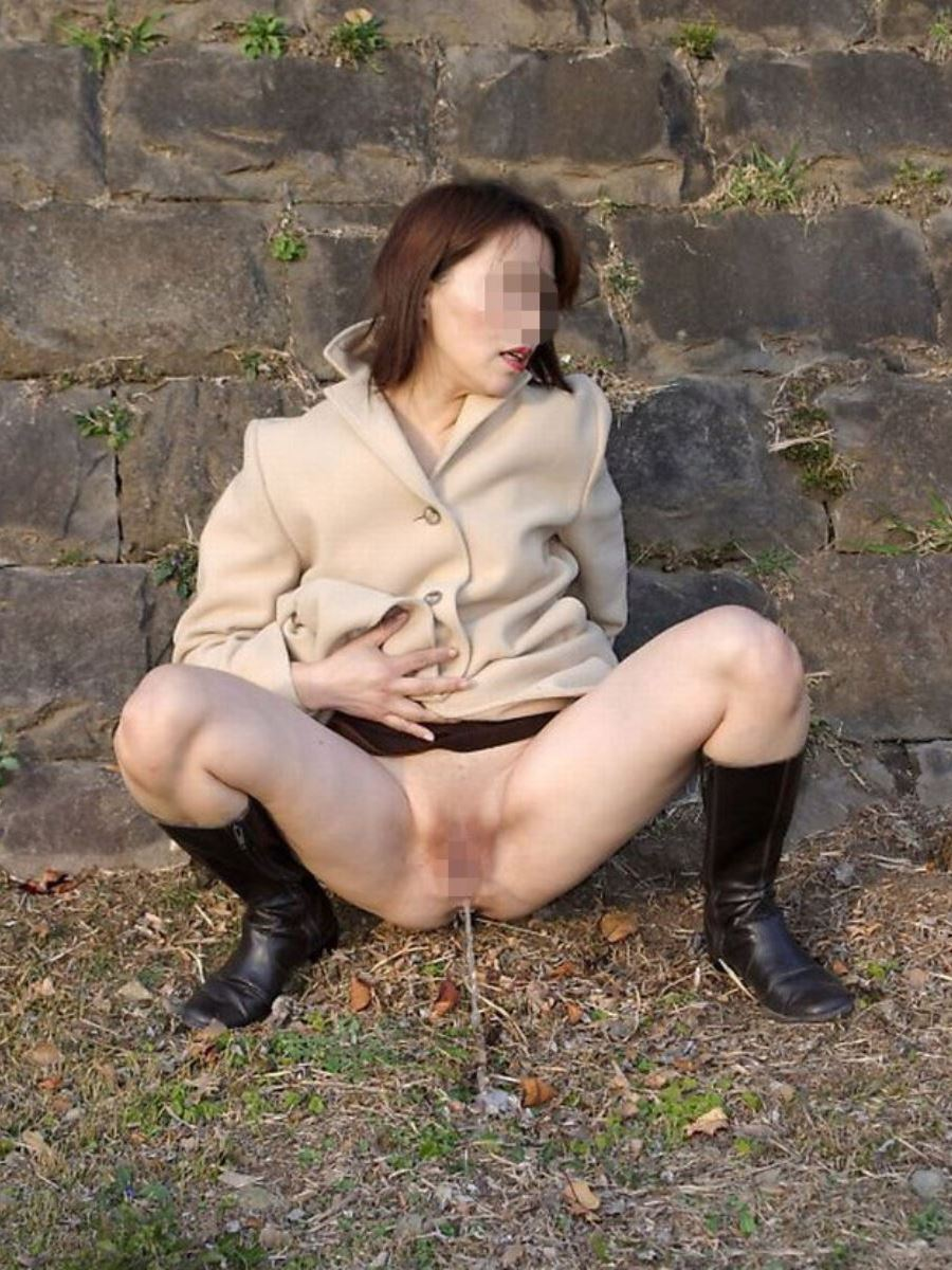 milf_urination-2587-019