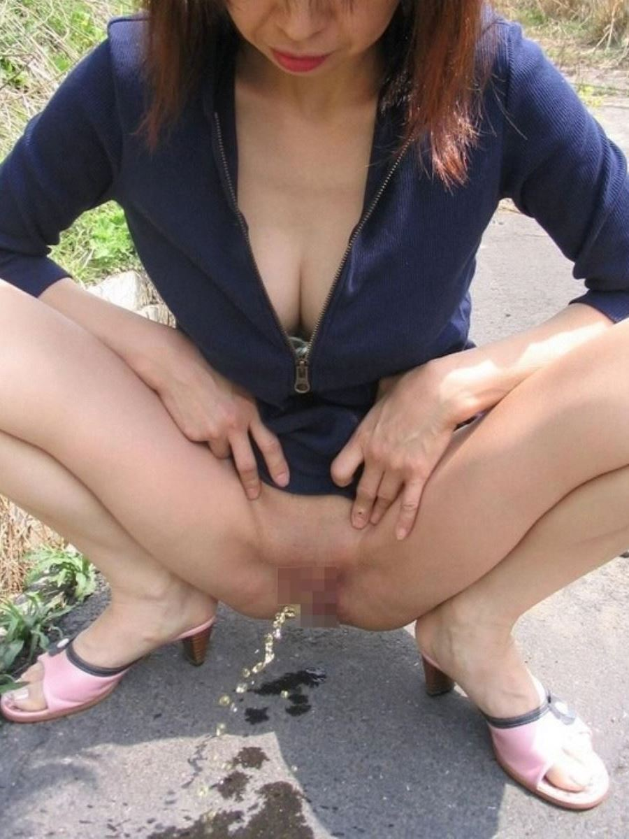 milf_urination-2587-014