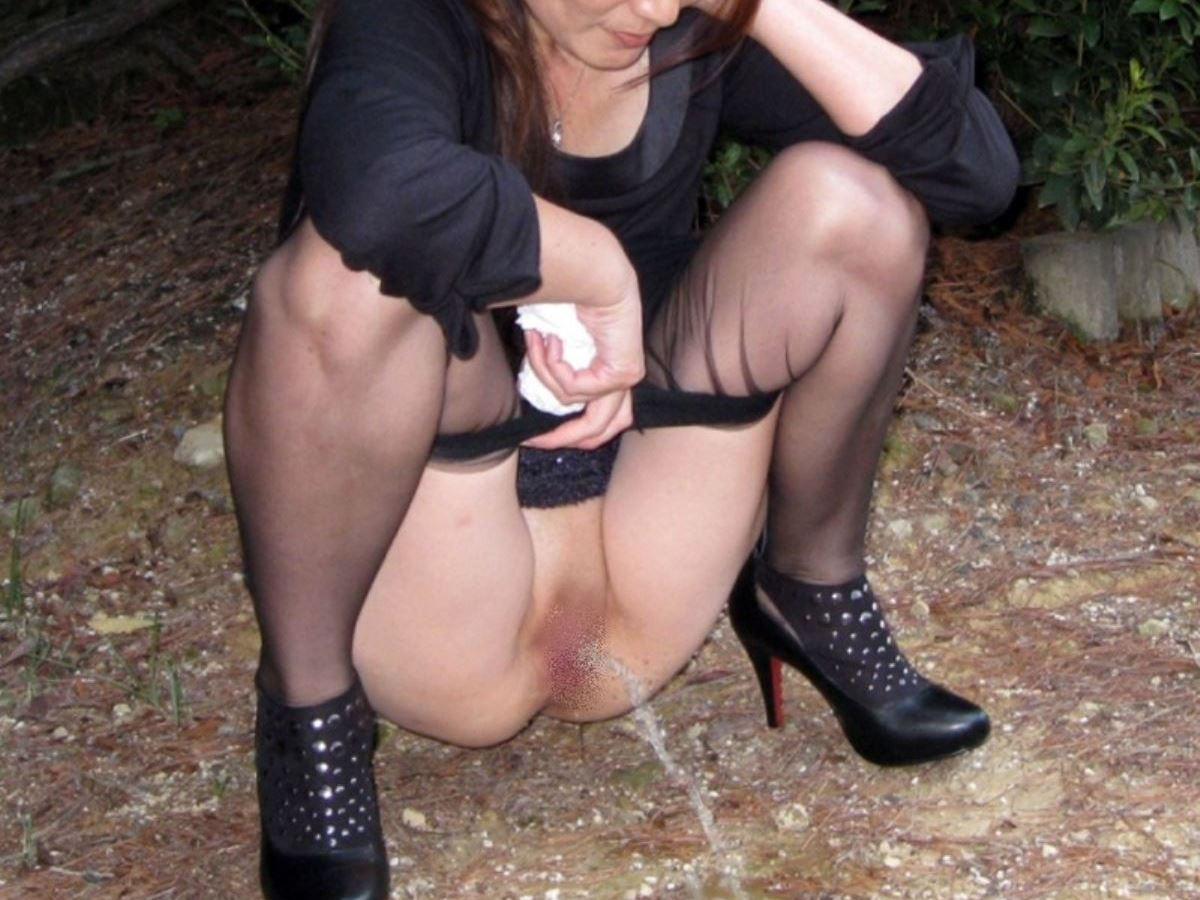 milf_urination-2587-008