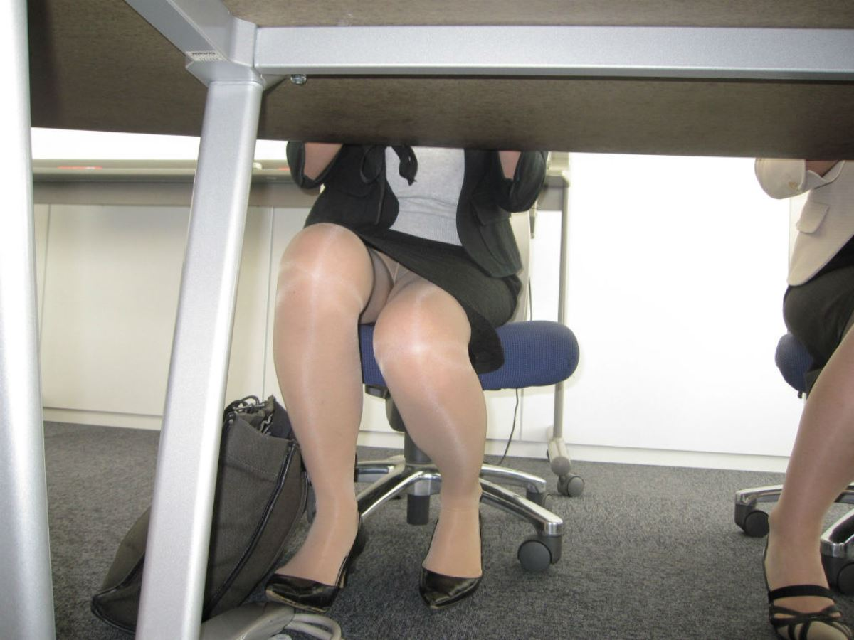 office_lady_leg-2694-008