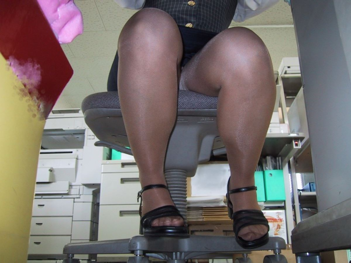 office_lady_leg-2694-016