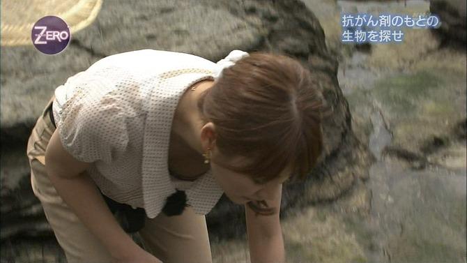 女子アナ胸チラエロ画像05