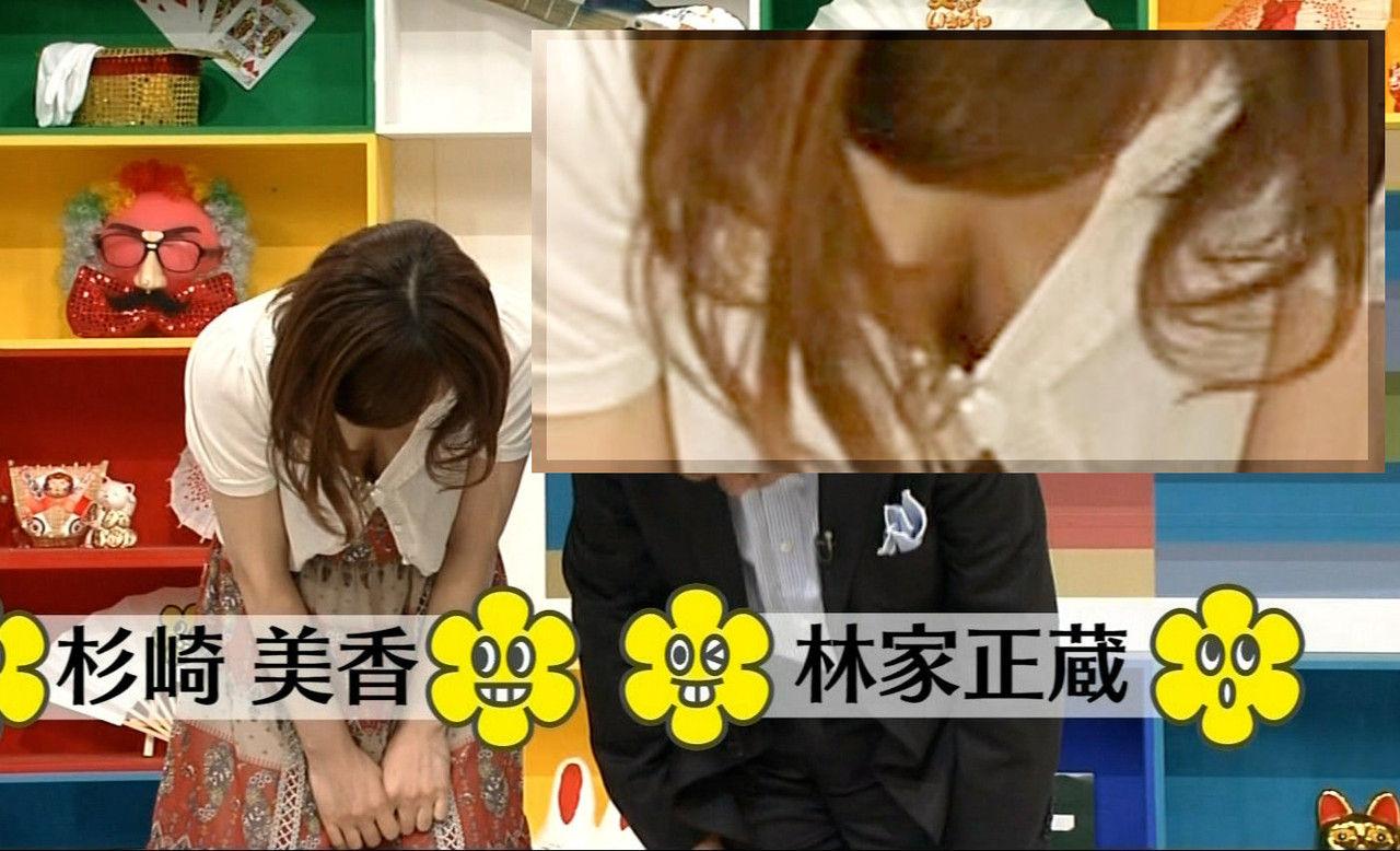 女子アナ胸チラエロ画像01