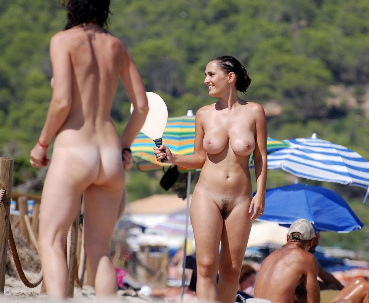 海外素人ヌーディストビーチエロ画像09