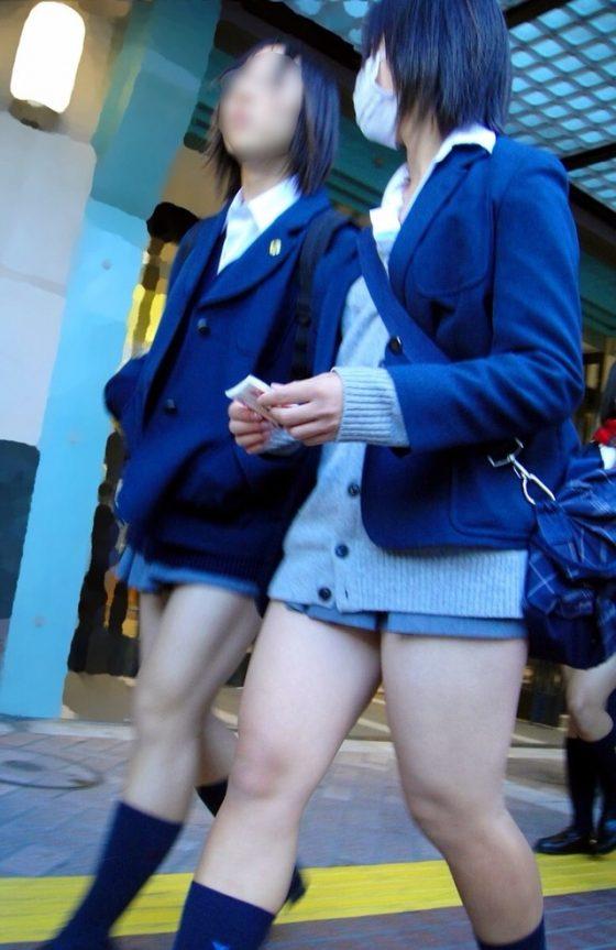 素人JKミニスカート太ももエロ画像17