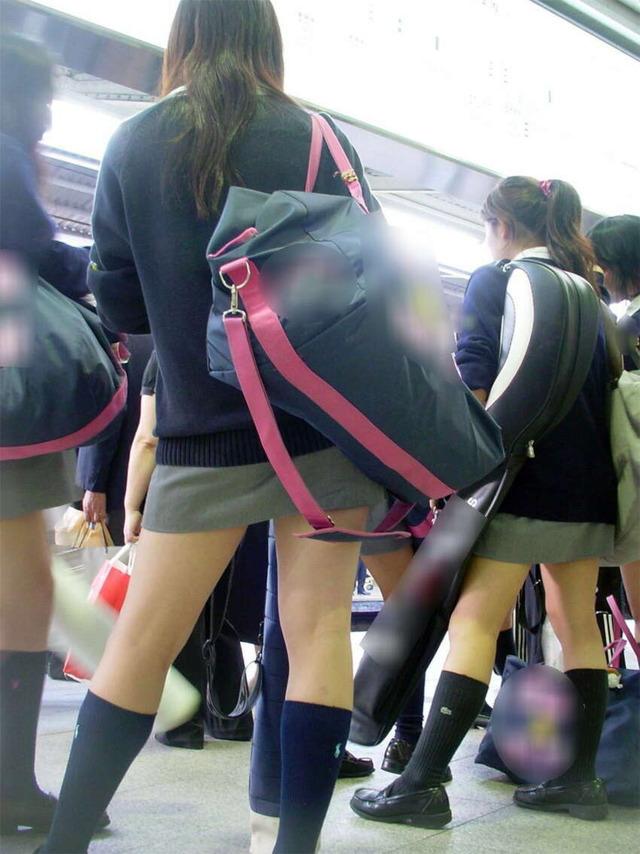 素人JKミニスカート太ももエロ画像09