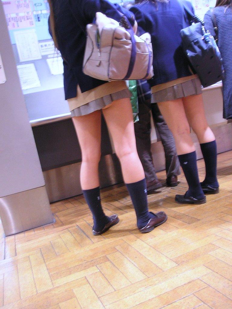 素人JKミニスカート太ももエロ画像10