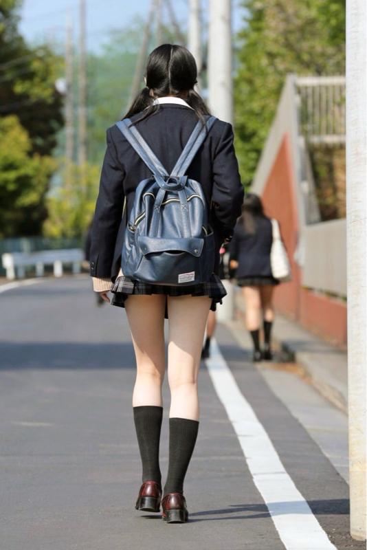 素人JKミニスカート太ももエロ画像01