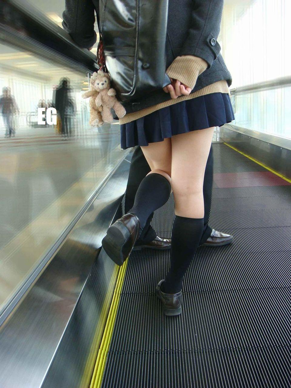 素人JKミニスカート太ももエロ画像05