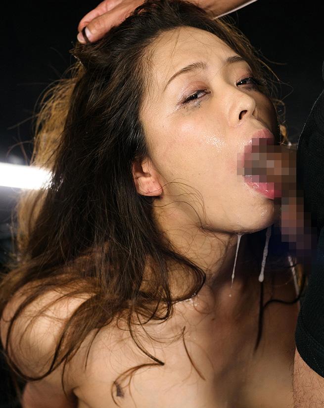 髪鷲掴み強制フェラチオエロ画像04