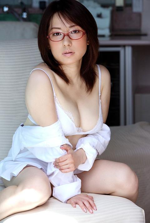 大人メガネ女子エロ画像