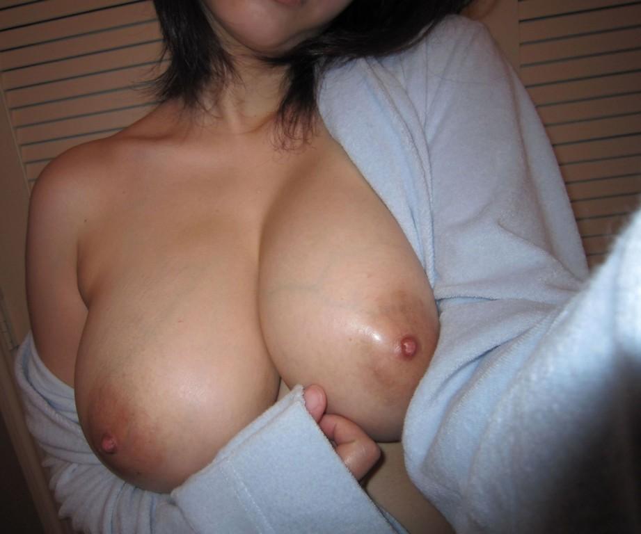美乳巨乳おっぱいエロ画像