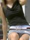 【パンチラ盗撮エロ画像】嬉しいことに本人はパンツが見えてしまってる事に気づいてないwww