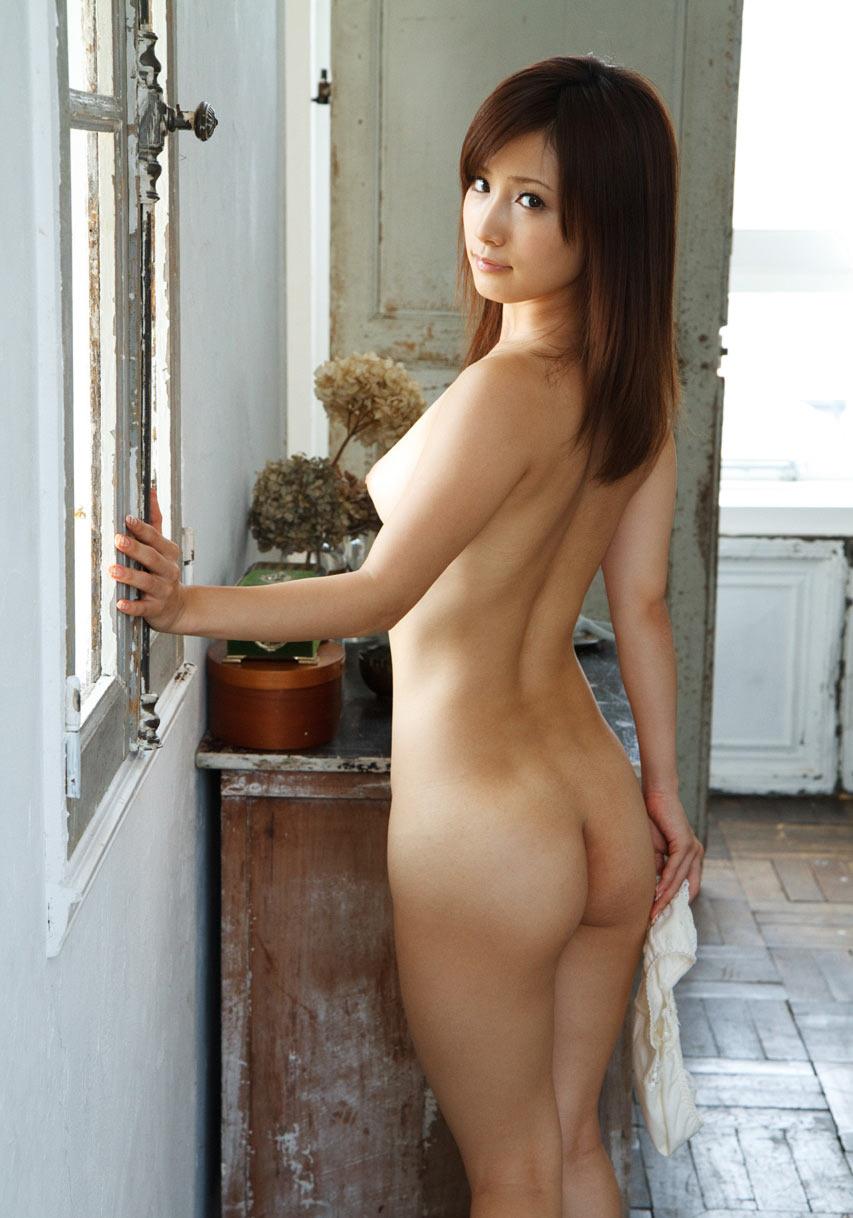 【大人のフェチエロ画像】 舐めまわしたい美しい背中・・・背骨のくぼみラインが美しすぎてハァハァしてしまいますwww
