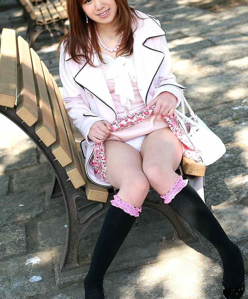 いまどきの女子「パンティ見せて☆」「えー・・・いいよ♡」ちょっとスカートめくって恥ずかしがってる姿にハァハァwwwwww