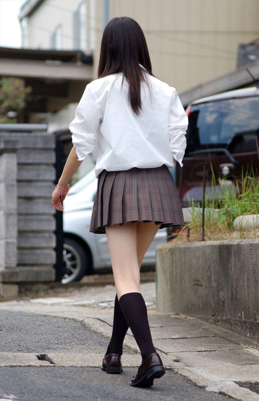 最近の10代小娘は攻めますなぁ☆尻肉もファッションの一部ですっていうミニスカ10代小娘秘密撮影写真wwwwww