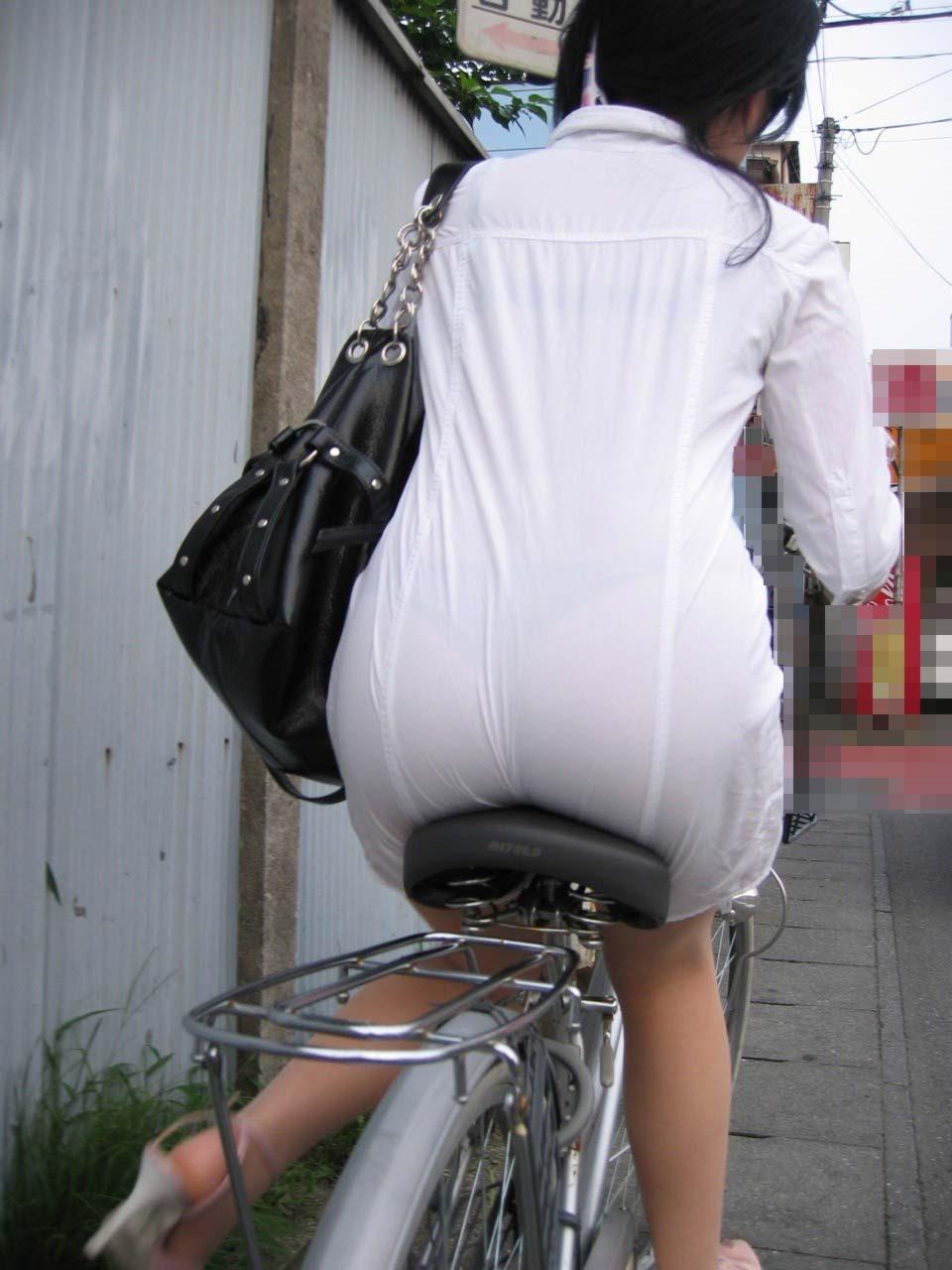 【エロ画像】春先から急激に街で見かけるようになる素人おねえさんたちの透けパンティがたまんねーwwww