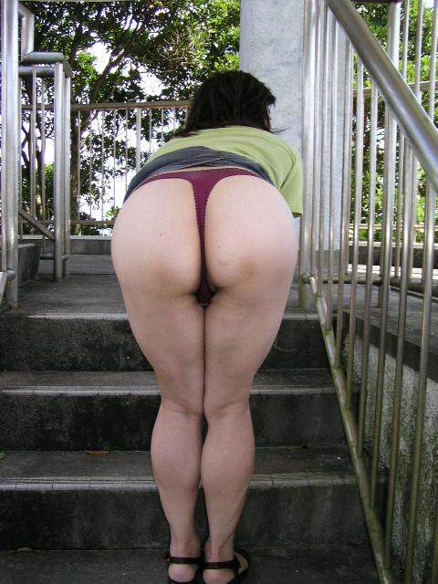 (閲覧注意☆)近所の奥さん、えろ下着はいてやる気満々wwwwwwお家では履かないようなエロなパンティを身につけるウワキ妻wwwwwwww