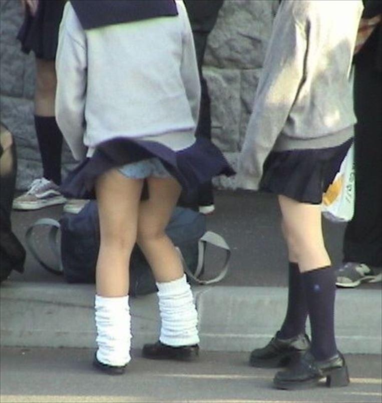 風の強い日ほど外出したくなる☆通学10代小娘たちを襲う自然現象を見逃すなwwwwwwww