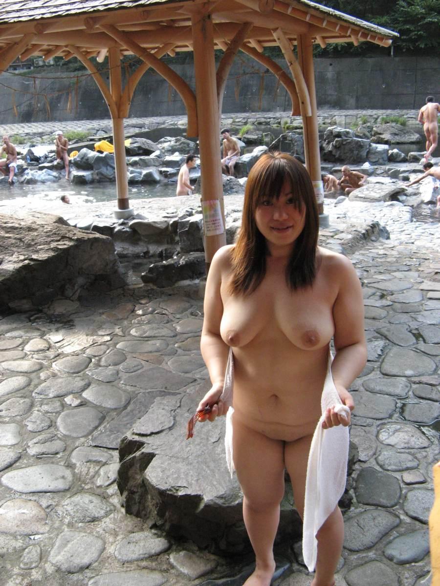 ( 露出願望)ヘンタイ女性たちが喜んでいく混浴露天風呂の実態